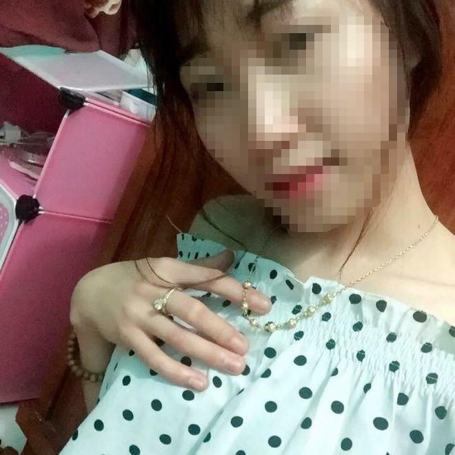 Nghi do mâu thuẫn bạn bè, cô gái xinh đẹp bị tẩm xăng thiêu sống trong lúc ngủ, mức độ bỏng toàn thân 92% - Ảnh 2.