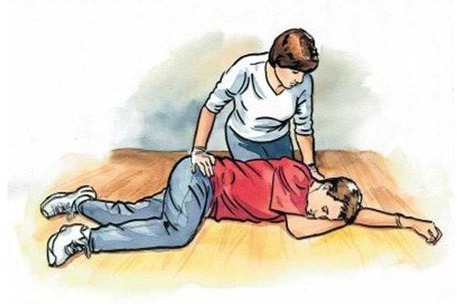 Chuyên gia đầu ngành tim mạch: Có 3 triệu chứng điển hình này cần tới viện ngay lập tức - Ảnh 2.