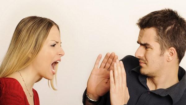 Làm cha mẹ, đừng bao giờ keo kiệt những lời nói yêu thương, vì khẩu nghiệp mà vô tình làm hại con cái sau này - Ảnh 1.