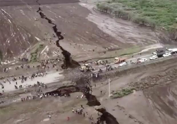 Bí ẩn vết nứt khổng lồ chia đôi khu vực Đông Phi: Thảm họa đang rình rập phía trước? - Ảnh 2.