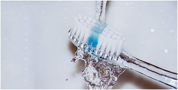 6 sai lầm khi đánh răng bạn thường xuyên mắc phải - Ảnh 1.