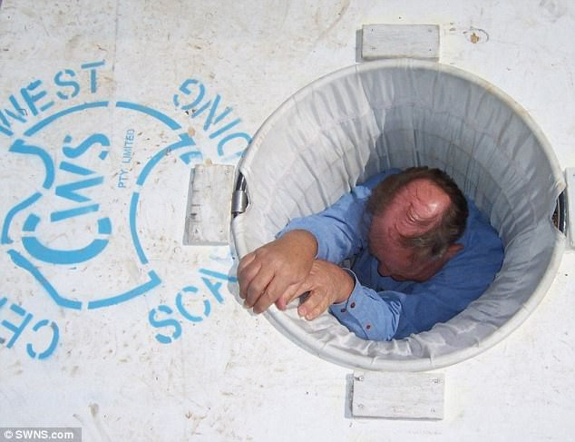 Ông lão 72 tuổi phát minh ống thoát hiểm có thể sơ tán cả tòa nhà chỉ trong 20 phút - Ảnh 4.