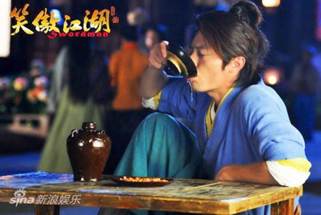 Sự thật về những chén rượu độc, bát thuốc đen ngòm trong phim Hoa ngữ - Ảnh 2.