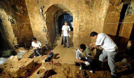 Nghi vấn tìm được di cốt của Tào Tháo trong lăng mộ gần 2.000 năm tuổi - Ảnh 3.