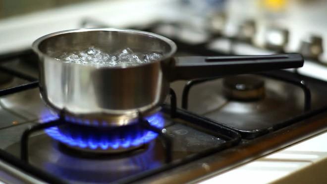 Với những mẹo này bạn tiết kiệm hơn 50% lượng gas nấu nướng, tiết kiệm được khối tiền - Ảnh 1.