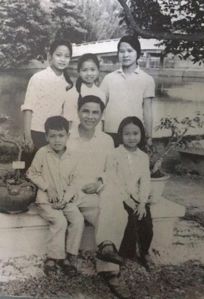 Loạt ảnh thời trẻ của diễn viên hài Minh Vượng: Vóc dáng mảnh mai, ăn mặc sexy - Ảnh 1.