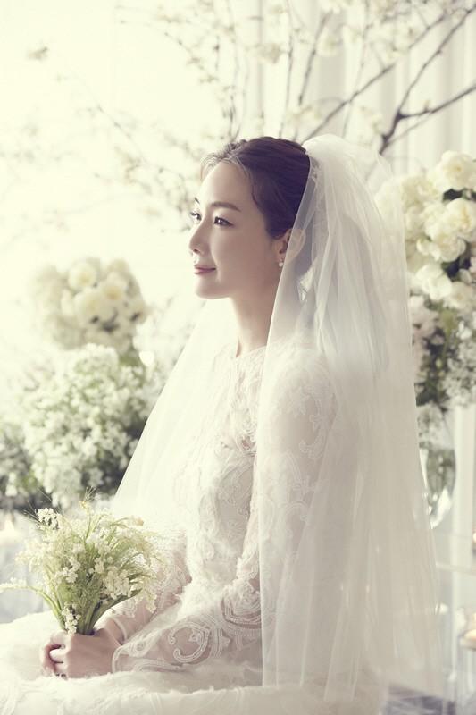 YG tung ảnh cưới hiếm hoi của đại mỹ nhân Choi Ji Woo: Cô dâu đẹp lộng lẫy, chú rể xuất hiện thoáng qua - Ảnh 2.
