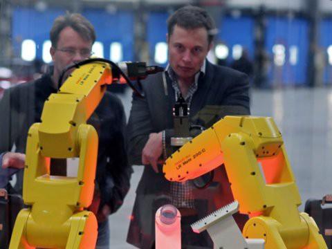 Hành trình kiếm tiền hơn 30 năm của Elon Musk: 12 tuổi tự học lập trình, không ngại lao động chân tay, build PC phục vụ sinh viên khác - Ảnh 16.