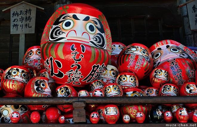 Trông rùng rợn là thế nhưng ít ai ngờ loại búp bê này được coi là báu vật, thần may mắn của người Nhật Bản - Ảnh 3.