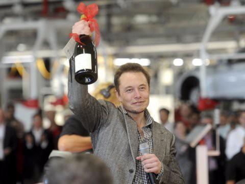 Hành trình kiếm tiền hơn 30 năm của Elon Musk: 12 tuổi tự học lập trình, không ngại lao động chân tay, build PC phục vụ sinh viên khác - Ảnh 5.