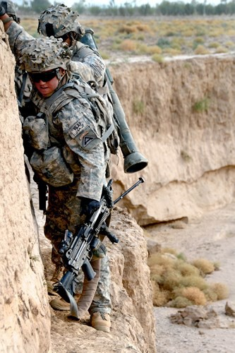 Cận cảnh binh sĩ Mỹ huấn luyện vượt mọi địa hình phức tạp - Ảnh 16.
