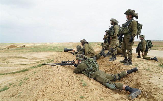 Dải Gaza: Xe tăng Israel bắn chết người Palestine, lính bắn tỉa IDF không ngừng nã đạn - Ảnh 1.