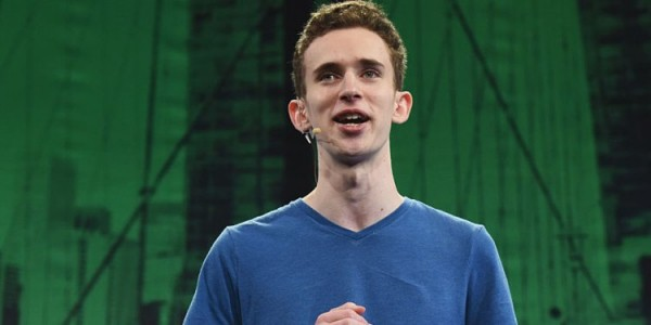 Bỏ học và đam mê game, chàng trai 19 tuổi lọt vào mắt xanh của Microsoft khi công ty được 'ông lớn công nghệ' mua lại - Ảnh 1.