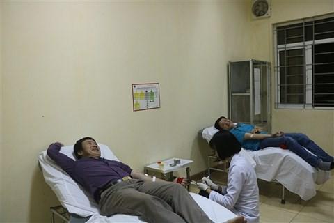Vượt 200km trong đêm cứu bệnh nhân có nhóm máu cực hiếm bị xuất huyết dạ dày - Ảnh 1.
