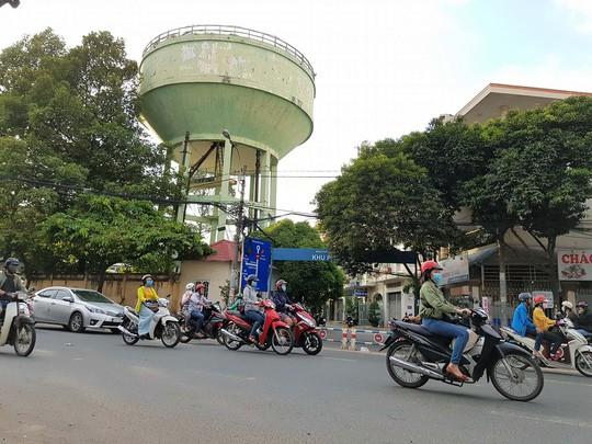 Nhìn lần cuối các thủy đài khủng sắp bị khai tử ở Sài Gòn - Ảnh 6.