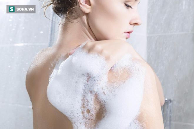 Vô tình thấy phụ nữ đang tắm, cậu sẽ làm gì?, chàng trai đáp 1 câu, được tuyển dụng ngay - Ảnh 1.