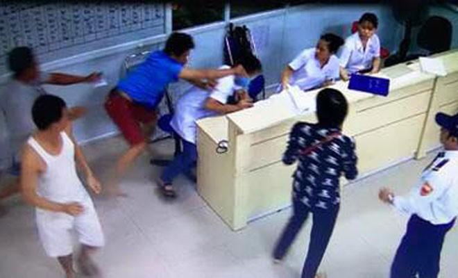 PGS.TS Nguyễn Lân Hiếu: Không có dòng máu lạnh nào đang chảy trong bệnh viện cả - Ảnh 2.