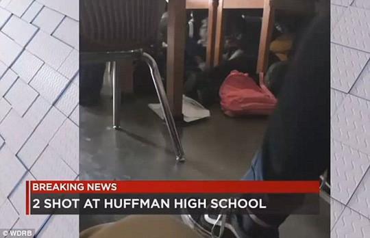 Mỹ: Khoe súng tại trường, 1 học sinh thiệt mạng - Ảnh 2.