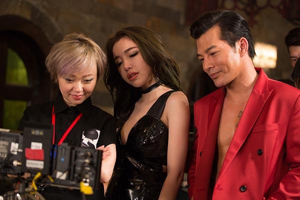 Hình ảnh bỏng mắt của Elly Trần khi đóng phim cùng Mike Tyson, Trương Quân Ninh - Ảnh 5.
