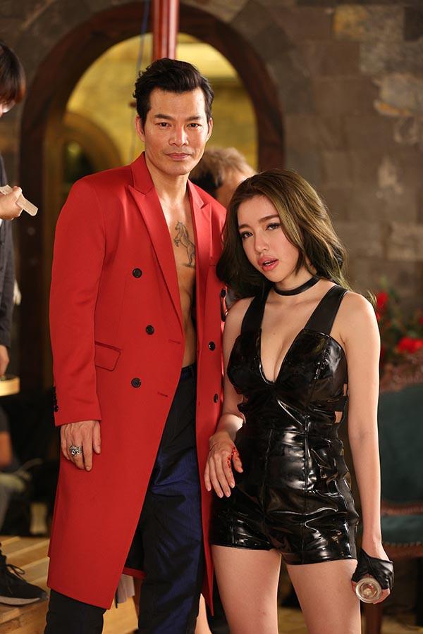 Hình ảnh bỏng mắt của Elly Trần khi đóng phim cùng Mike Tyson, Trương Quân Ninh - Ảnh 7.