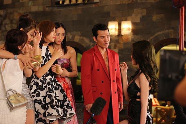 Hình ảnh bỏng mắt của Elly Trần khi đóng phim cùng Mike Tyson, Trương Quân Ninh - Ảnh 6.