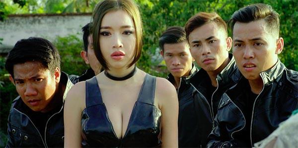 Hình ảnh bỏng mắt của Elly Trần khi đóng phim cùng Mike Tyson, Trương Quân Ninh - Ảnh 3.