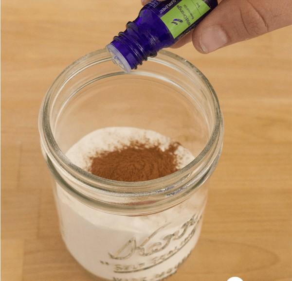 Mẹo hay khử mùi ẩm mốc từ thảm do trời nồm bằng nguyên liệu rẻ tiền, có sẵn trong bếp nhà bạn - Ảnh 5.