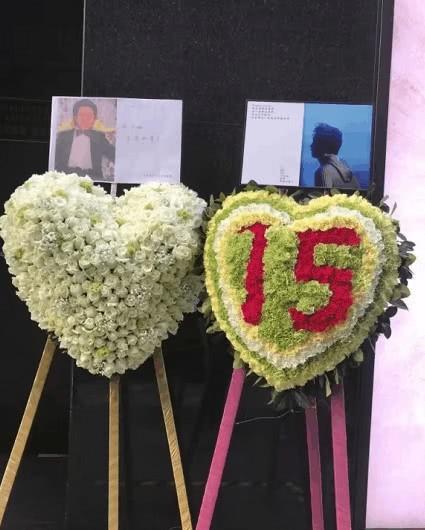 Kỷ niệm 15 năm ngày mất của Trương Quốc Vinh, người hâm mộ đặt cả rừng hoa trước nơi anh tự vẫn - Ảnh 6.