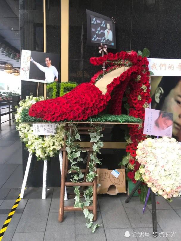Kỷ niệm 15 năm ngày mất của Trương Quốc Vinh, người hâm mộ đặt cả rừng hoa trước nơi anh tự vẫn - Ảnh 3.