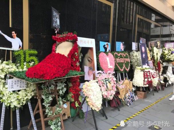 Kỷ niệm 15 năm ngày mất của Trương Quốc Vinh, người hâm mộ đặt cả rừng hoa trước nơi anh tự vẫn - Ảnh 1.