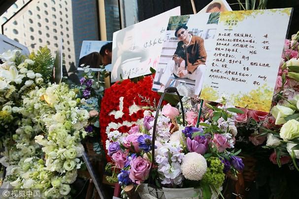 Kỷ niệm 15 năm ngày mất của Trương Quốc Vinh, người hâm mộ đặt cả rừng hoa trước nơi anh tự vẫn - Ảnh 4.