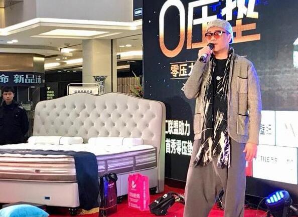 Tài tử Hong Kong Âu Dương Chấn Hoa hết thời đi hát ở tỉnh lẻ và quảng cáo đồ gia dụng - Ảnh 3.