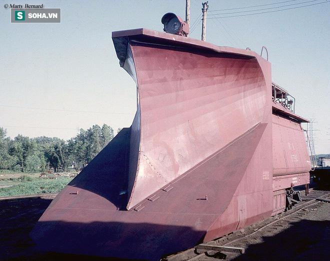 Đầu tàu hỏa nhìn như máy cày, bộ phận đặc chế dành riêng cho xứ lạnh - Ảnh 1.