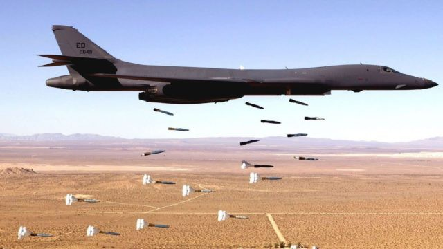 Mỹ, Anh, Pháp dọa ăn tươi, nuốt sống Syria: Quả bom nguyên tử xịt ngòi? - Ảnh 1.