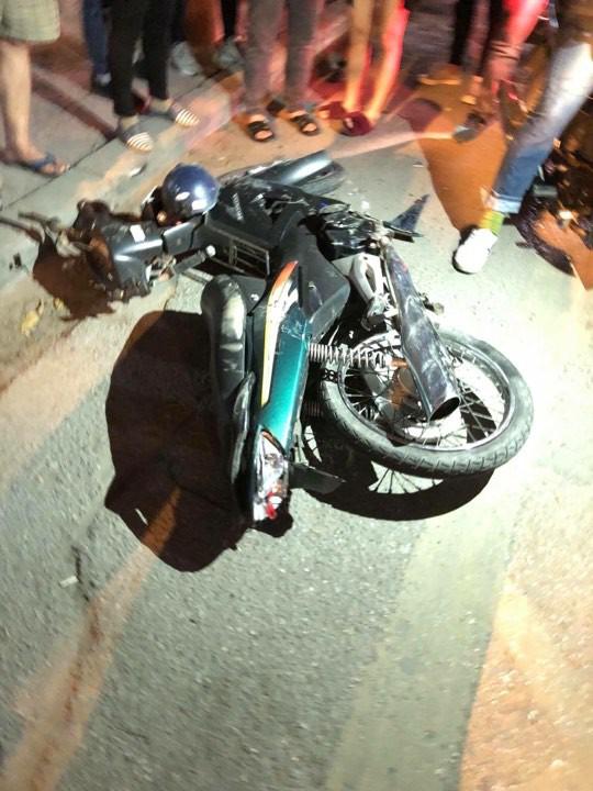 Hà Nội: Xe bán tải đâm xe máy, kéo lê nạn nhân rồi bỏ chạy một đoạn đường dài - Ảnh 5.