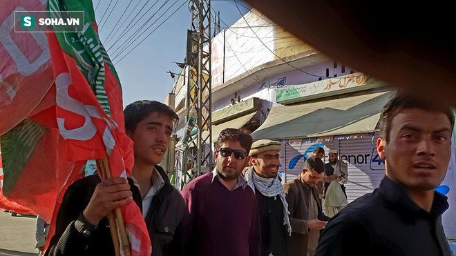 [Từ Pakistan]  - Chùm ảnh người dân xuống đường biểu tình phản đối Mỹ tấn công Syria - Ảnh 4.