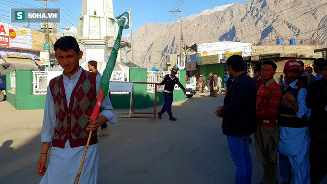 [Từ Pakistan]  - Chùm ảnh người dân xuống đường biểu tình phản đối Mỹ tấn công Syria - Ảnh 8.