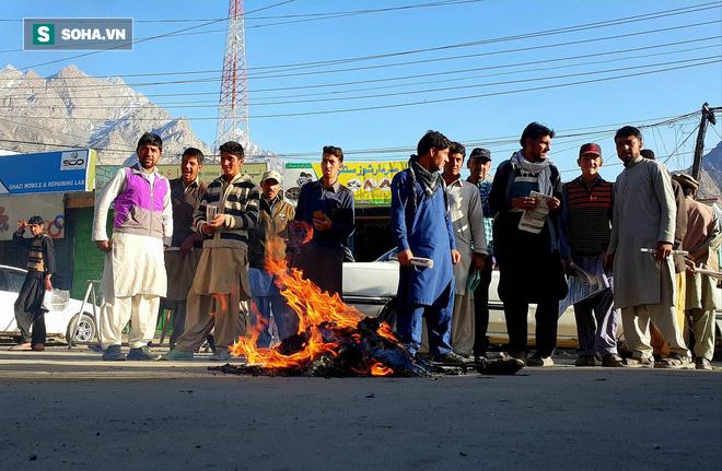 [Từ Pakistan]  - Chùm ảnh người dân xuống đường biểu tình phản đối Mỹ tấn công Syria - Ảnh 3.