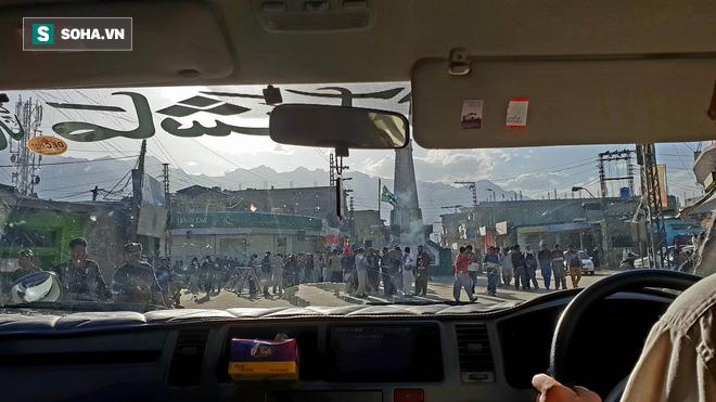 [Từ Pakistan]  - Chùm ảnh người dân xuống đường biểu tình phản đối Mỹ tấn công Syria - Ảnh 6.