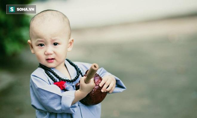 Đức Phật bắt con trai uống nước rửa chân bẩn, lý do đằng sau người làm cha mẹ cần lưu tâm - Ảnh 2.