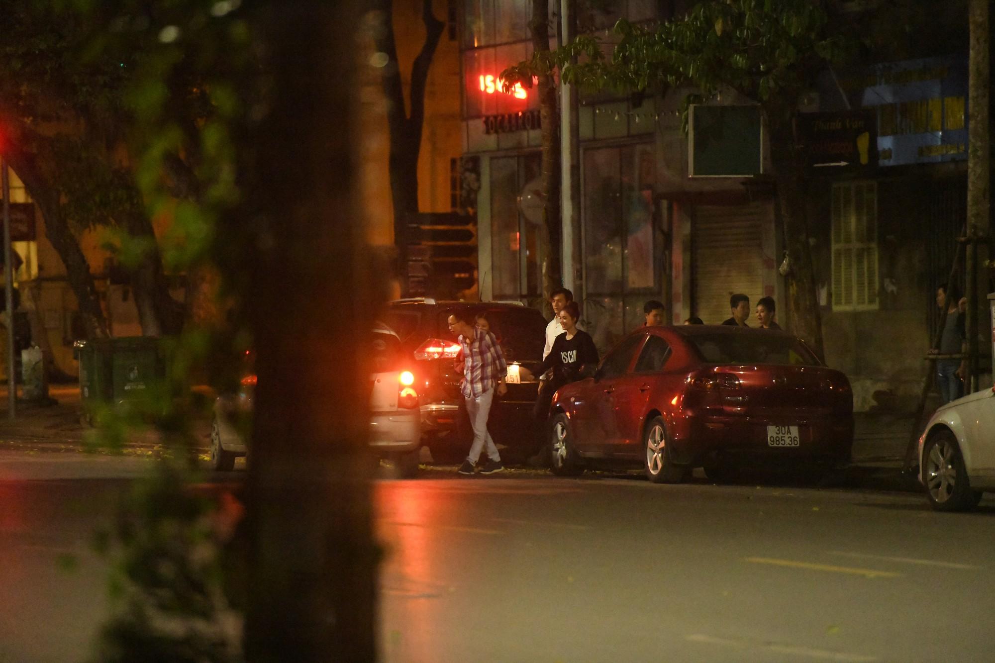Nhan Phúc Vinh và Nhã Phương cùng nhau rời nhà hàng lúc 2h sáng