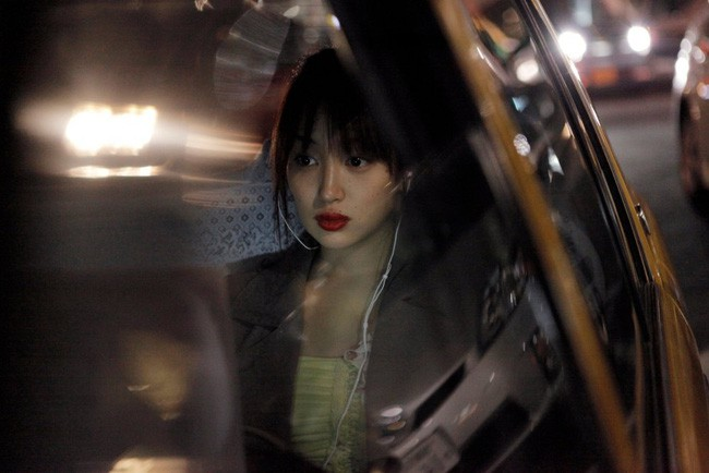 Cố ý trả nhầm tiền taxi rồi chạy đi, tài xế đuổi theo, cô gái nói 2 câu khiến anh phát khóc - Ảnh 2.