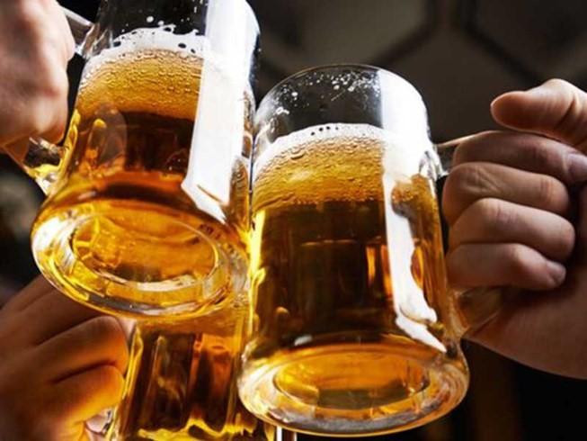 Không chỉ tự làm tổn thương gan, người hay uống bia rượu có nguy cơ mắc 7 loại ung thư - Ảnh 2.