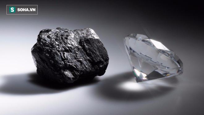 Nhặt được viên đá lấp lánh, một thời gian sau, chàng trai mới biết giá trị thật của nó - Ảnh 1.