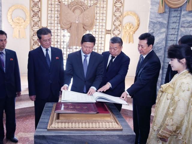Treo ảnh chân dung ông Tập Cận Bình, Triều Tiên muốn được Trung Quốc chống lưng? - Ảnh 15.