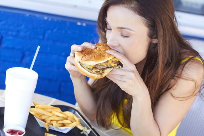 Đang đau dạ dày tuyệt đối cần tránh mắc phải 4 sai lầm này kẻo gây nguy hại cho sức khỏe - Ảnh 1.