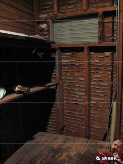 Vô tình đi vào trong căn phòng chứa đồ cũ, người đàn ông bất ngờ phát hiện báu vật đáng giá hàng triệu USD - Ảnh 2.
