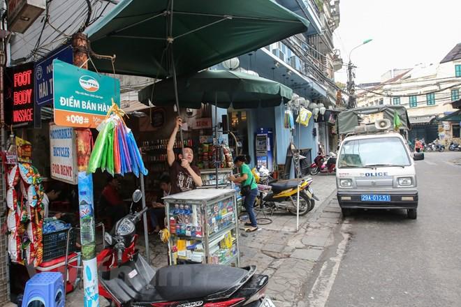 Nhìn lại vỉa hè Hà Nội một năm sau chiến dịch chống lấn chiếm - Ảnh 12.