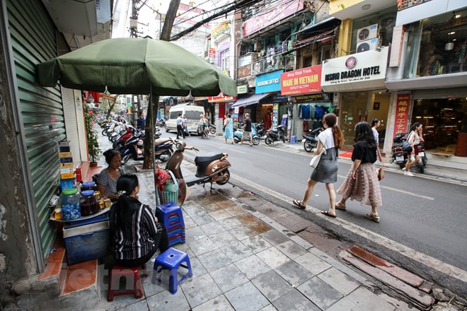 Nhìn lại vỉa hè Hà Nội một năm sau chiến dịch chống lấn chiếm - Ảnh 7.