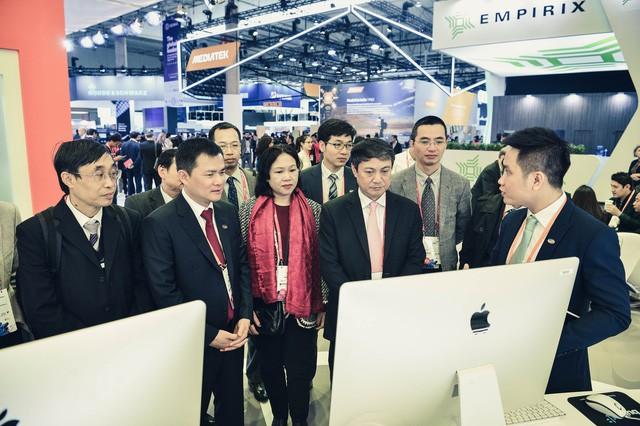 """CEO Viettel Nguyễn Mạnh Hùng: """"Chỉ cần trả lời đúng câu hỏi này, từng ngày của bạn sẽ luôn hạnh phúc"""" - Ảnh 12."""